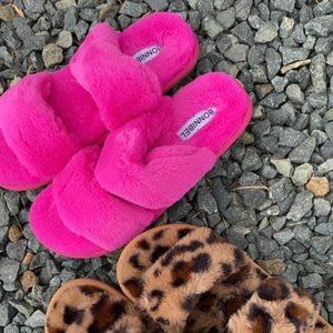 Classic Double Strap Fuzzy Slippers in Hot Pink